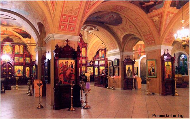 Внутри храма Воздвижения Креста на вражке
