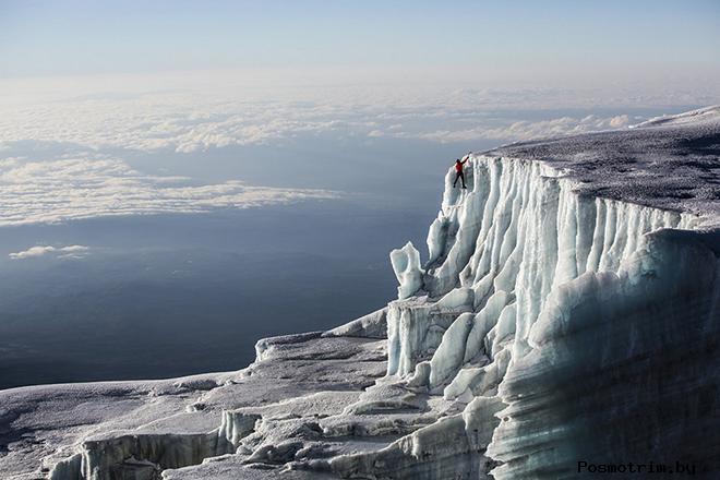Таяние ледника на вершине горы Килиманджаро