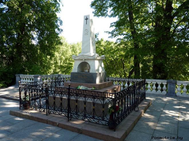 Пушкинские горы памятник Пушкину