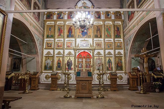 Внутри Воскресенского храма в Молодях