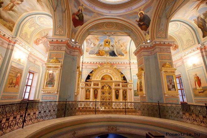 Интерьер церкви Святой Живоначальной Троицы в Никитниках