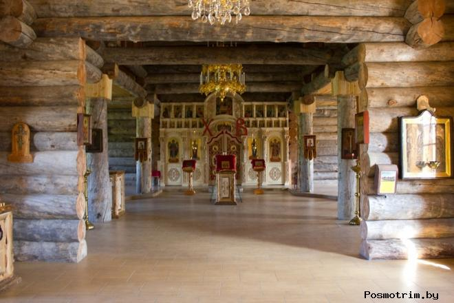 Внутри Троицкого собора Печенгского монастыря