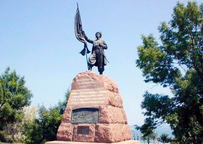 Памятник казакам переселенцам в Тамани