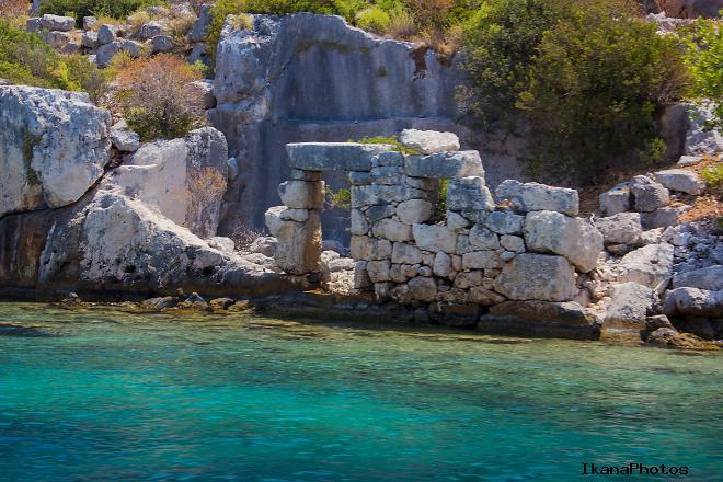 Остров Кекова бережно хранит руины четырёх античных частично затопленных городов