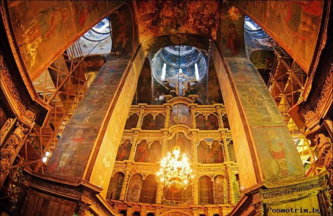 Интерьер Успенского собора Ростова