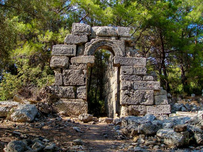 Какие достопримечательности можно посмотреть в древнем городе Фазелис возле Кемера