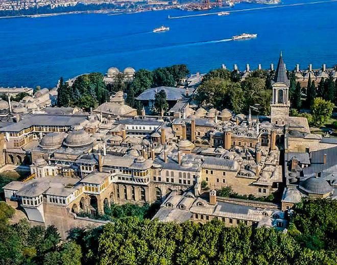 Дворец Топканы в два раза превышает размерами ватикан