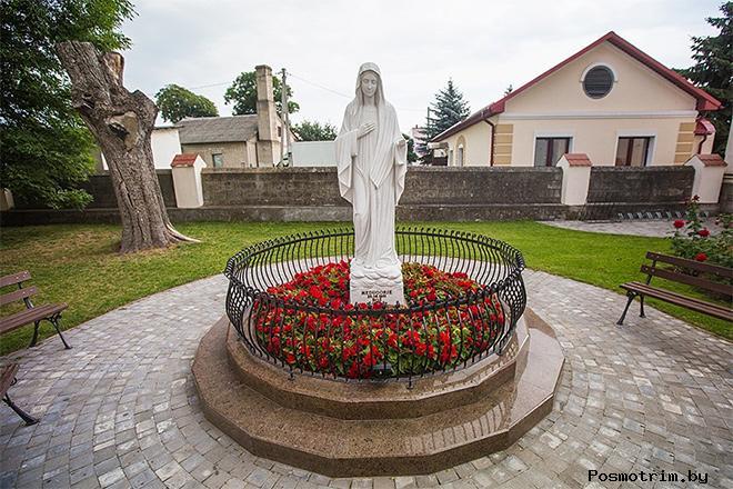 Троицкий костел в посёлке Россь