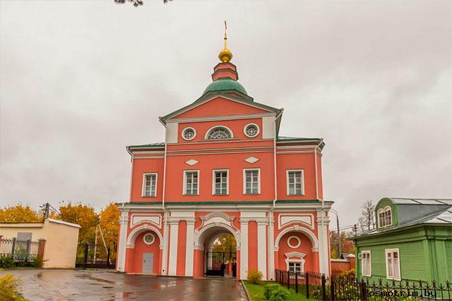 Надвратный храм Рождества Иоанна Предтечи