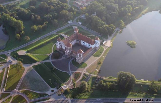 Фото Мирского замка с высоты птичьего полёта