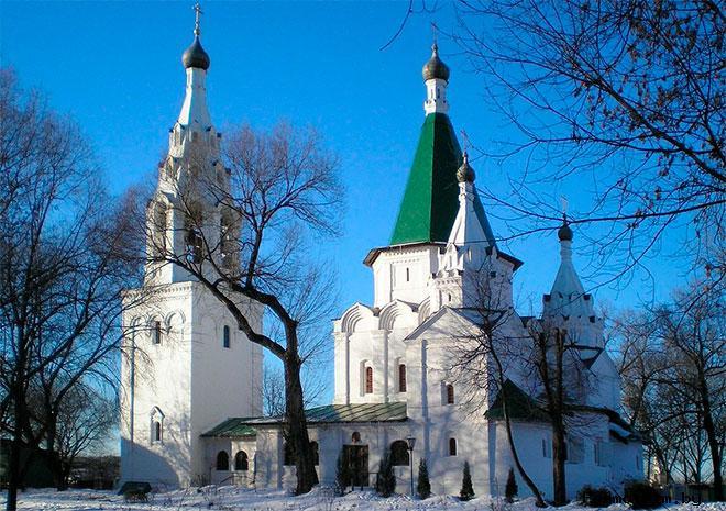 Храм Троицы Живоначальной в Троицком-Голенищеве Москва