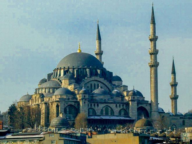 Мечеть Сулеймание в Стамбуле напоминает собор  Айя-Софию