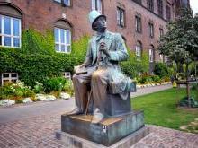 Памятник Андерсену в Копенгагене Дания