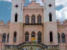 Дворец Пусловских внушительный фронтальный фасад  Коссовского замка в Беларуси