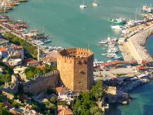 Красная башня Крепости Клеопатры Алания Турция