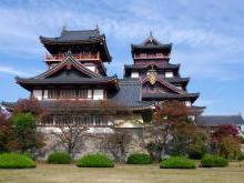 Замок Фусими в Японии или дворец Момояма