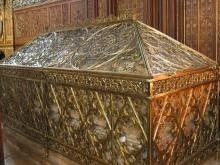 Гробница Святой Женевьевы в церкви Сент-Этьен-дю-Мон Париж